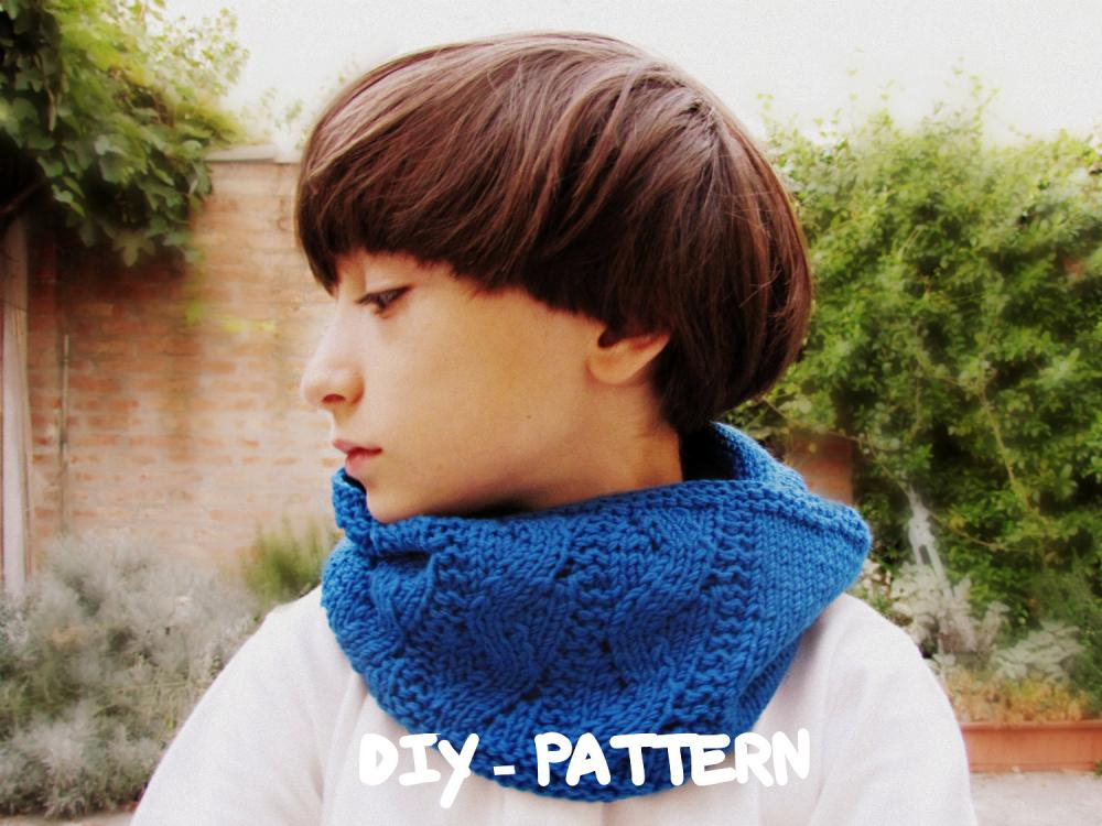 Fall clothing - Pattern children cowl - Knitted - Bright blue - Block color